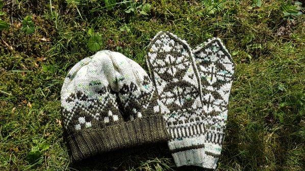 Madame Anne-So_Duo Moufles et bonnet 1