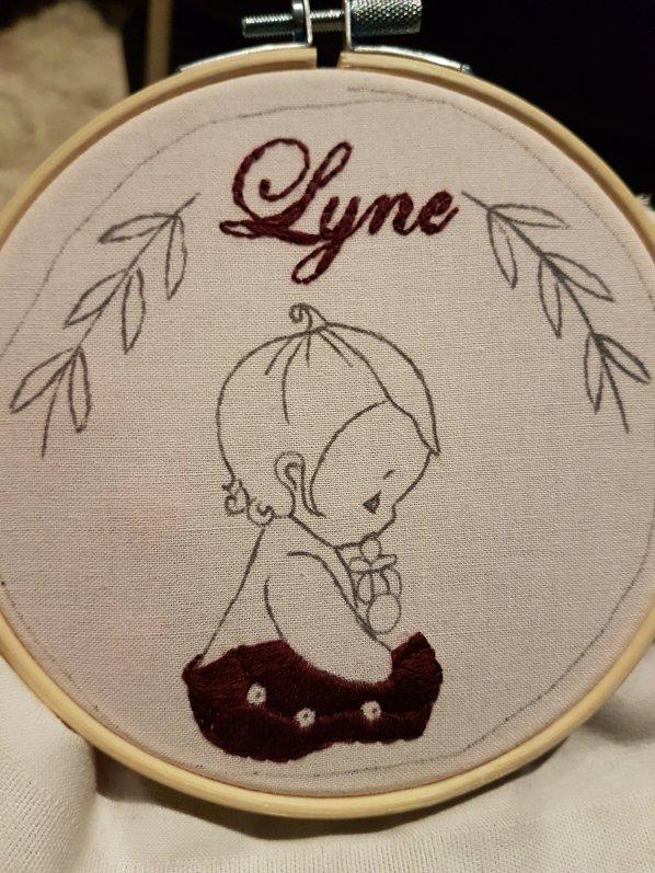 Madame Anne So_Broderie Lyne début couleurs